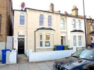 2 bedroom Ground Flat to rent in Henslowe Road...