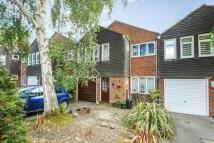 4 bedroom Terraced house in Knoll Crescent, Northwood