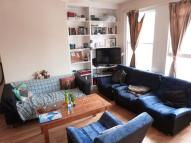 Flat to rent in Turnpike Lane
