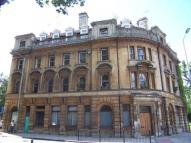 Flat to rent in Bank Chambers