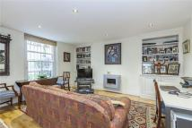 Flat in Clarendon Road, London...