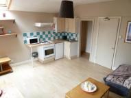Studio flat to rent in Headingley Lane, Leeds...