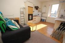 3 bedroom Flat in Lauriston Street...