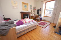 3 bed Flat to rent in Oxford Street, Edinburgh...