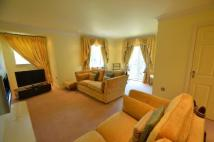 Flat to rent in Royal Court, Hume Way...