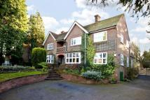 4 bed house in Eskdale Avenue, Chesham...