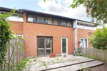 2 bed Terraced property in Kemps Drive, Northwood...