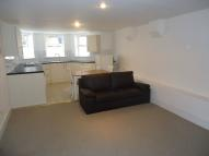 Flat to rent in Woodland Rise, London...