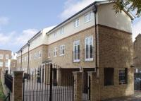 Flat to rent in Field Gate Mews...