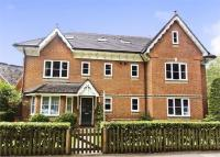 Flat to rent in Chesswood Court...