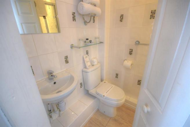Ensuite to Room 6