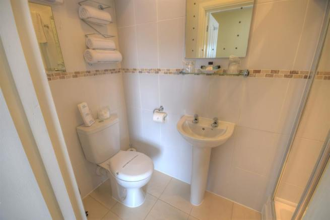 Ensuite to Room 7