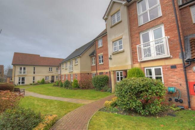 2 Bedroom Apartment For Sale In Burlington Court Gordon Road Bridlington Yo16 4pq Yo16