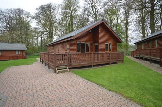 2 bedroom log cabin for sale in 24 heritage park sewerby for 2 bedroom log cabins for sale