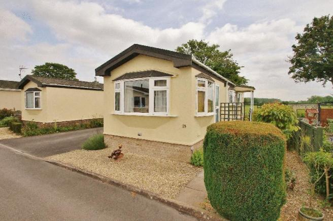 2 Bedroom Park Home For Sale In Primrose Way Cirencester
