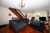 4 bedroom End of Terrace house to rent in Limewood Close, W13