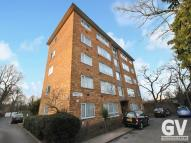 Flat to rent in Fairlight Court, UB6