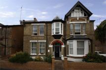 Flat to rent in Hastings Road, W13