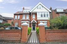 Blakesley Avenue Flat to rent