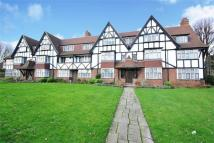 3 bedroom Flat in Kent Court, W3