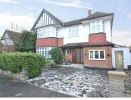 5 bed Detached home in Audley Road, W5