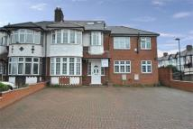 Flat to rent in Priory Gardens, W5