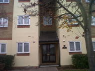 Flat to rent in Longfield Drive, Mitcham...