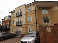 Flat to rent in Grove Park Crescent...