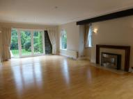 4 bed house in Copse Wood Way, Northwood