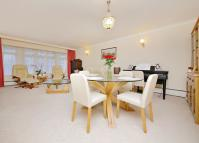 2 bedroom Apartment to rent in Myrtleside Close...