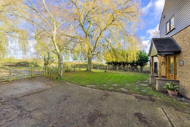 Willow End Front Gar