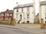 Flat to rent in Cleveland Road, Uxbridge...