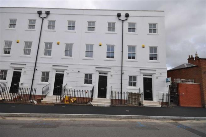 4 bedroom town house to rent in chapel street leamington for Modern homes leamington