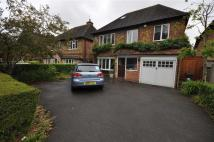 5 bed Detached house in Woodcote Road...