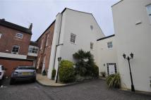Town House to rent in Chapel Court...