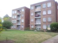 2 bed Ground Flat in Longbridge Road, Barking...
