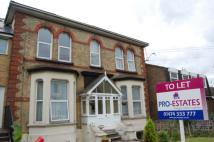 Flat to rent in Old Road East, Gravesend...