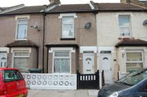 2 bed property to rent in Gordon Road, Gravesend...