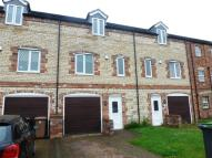 Town House to rent in Hambleton Avenue...