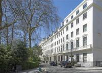 Flat for sale in Hyde Park Square...