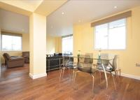 Flat to rent in Carroll House, Bayswater...