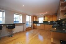 Flat to rent in High Street Beckenham BR3