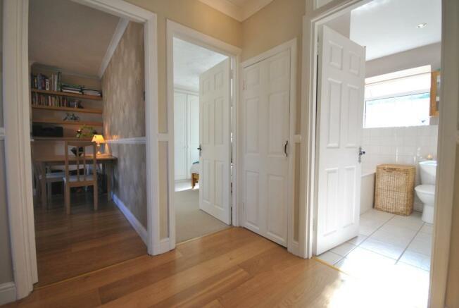Bright & Roomy En...