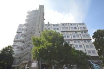 Flat to rent in Brownhill Road Catford...