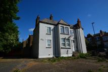 Flat in Montem Road Forest Hill...