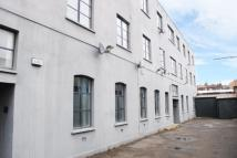 3 bed Flat in Sternhall Lane London...
