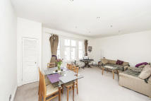 Flat to rent in Clanricarde Gardens