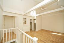 1 bedroom Flat in Simon Close...