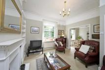 Bassett Road Flat to rent
