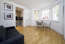 1 bedroom Flat to rent in Campden Hill Gardens